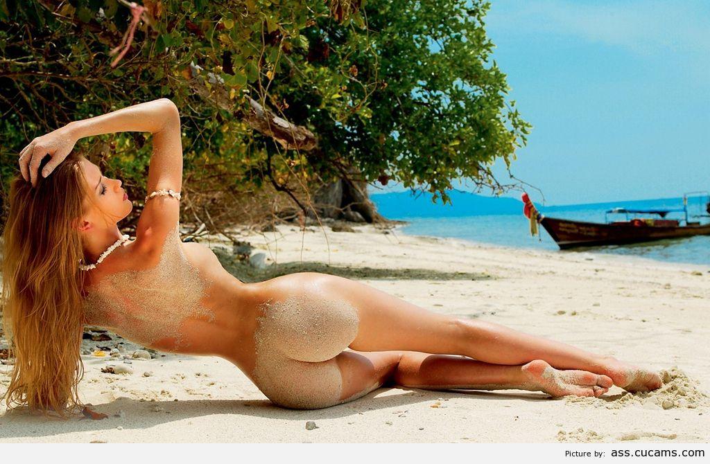 фото девушка голая на пляже