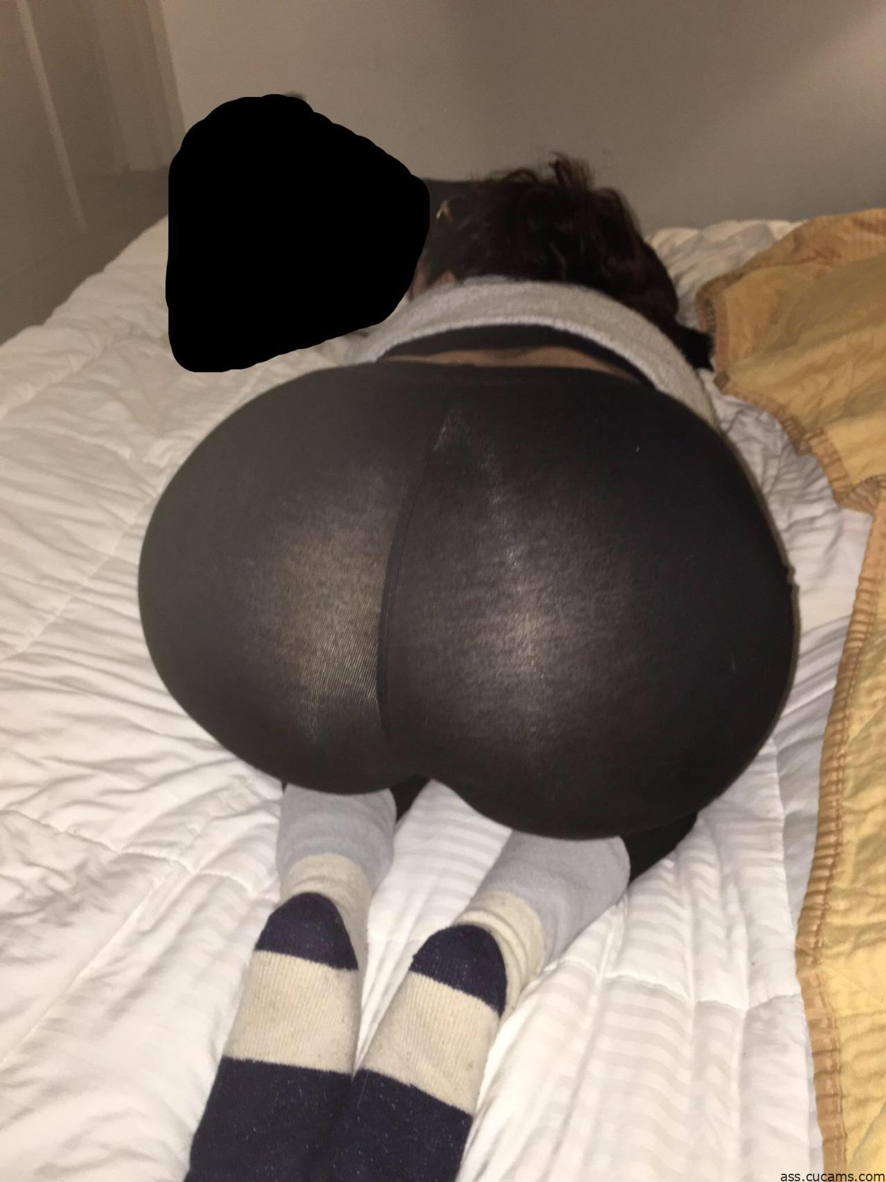 Ass Yoga Sniffing by ass.cucams.com